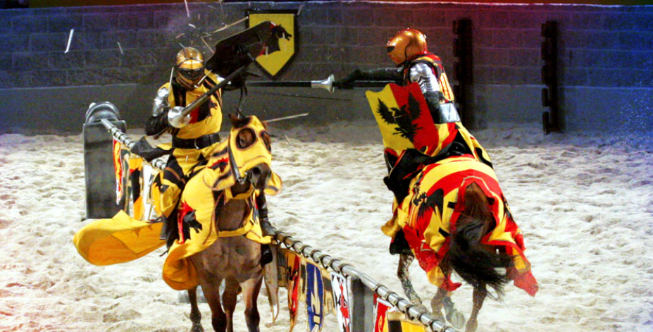 Knights battle at a dinner show